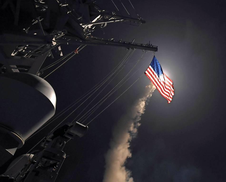 Eine Tomahawk Rakete wird vom US-Zerstörer USS Porter abgefeuert. Hat US-Präsident Trump eine Strafaktion gegen Russland vor