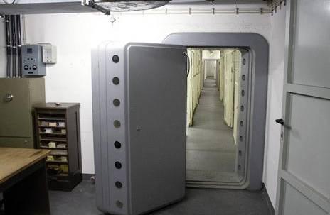 deutsches fort knox ffnet tresor t ren. Black Bedroom Furniture Sets. Home Design Ideas