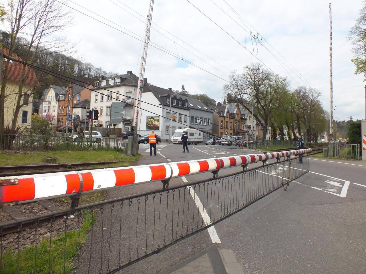 Schon wieder! Schranke in der Aachener Straße in Trier ...
