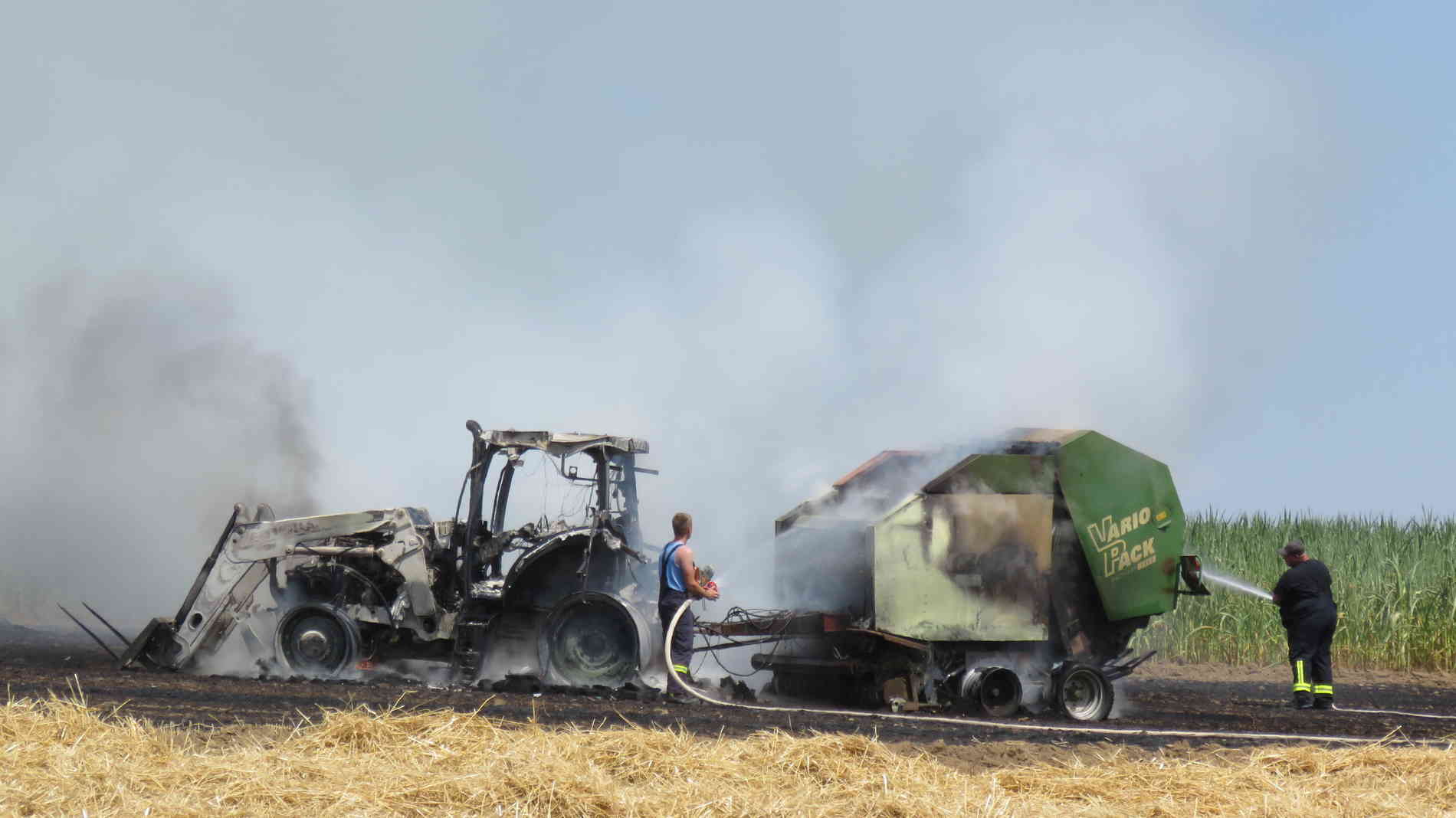 Berühmt Brand: Heuballenpressen lösen Flächenbrände aus - Zwei Traktoren #FE_93