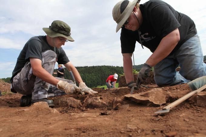 Archäologen auf Schatzsuche in der Eifel