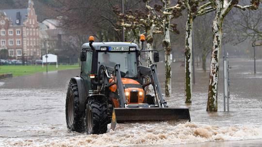Hochwasser am Rhein und an der Mosel