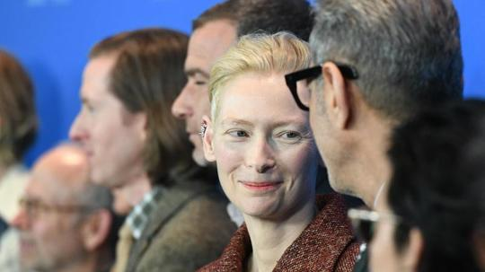 "Geballte Star-Power in Berlin: Tilda Swinton und das ""Isle of Dogs""-Team auf der Berlinale. Foto: Maurizio Gambarini"